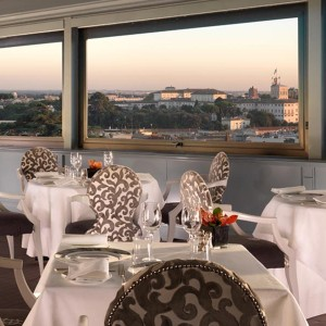 Cibo gourmet con vista su Roma a La Terrazza dell\'Hotel Eden