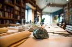 Celeste tra i libri e il mare: il curioso ristorante che ha aperto i battenti a Prati