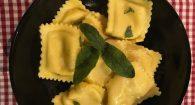 Pasta, amore e fantasia… Da Maman Thérèse il raviolo che non ti aspetti