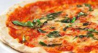 Pizza non solo napoletana, Roma impone stile scrocchiarello: ecco il manifesto in 10 punti
